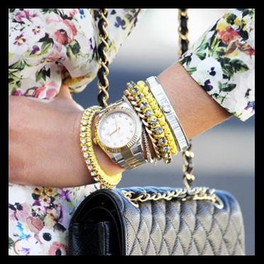00_Foto de Capa_Pulseira dourada com pulseira prateada_mix de dourado com prateado