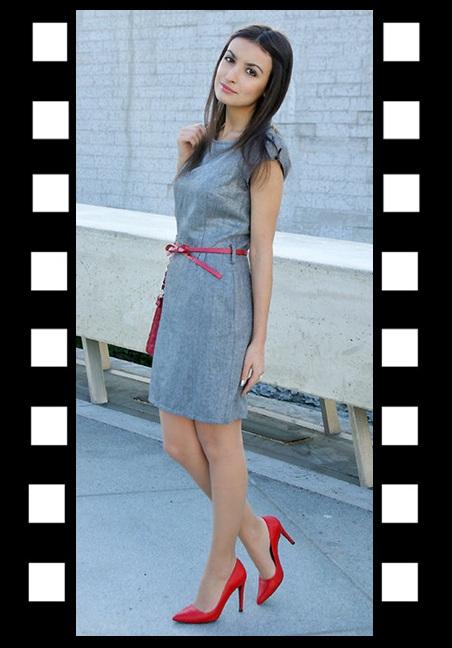 LOOK DO DIA_Inspiração do dia_look de trabalho_vestido cinza com cinto vermelho_sapato vermelho_scarpim vermelho