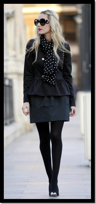 Look do dia_ moda pra trabalhar no inverno_look de inverno_meia calça preta_saia de poa_scarf de  poa