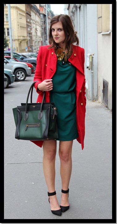 Look para o trabalho_inspiração_vestido verde e casaco vermelho_ como usar verde e vermelho